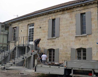 Pose de l'escalier du collège St-Fort