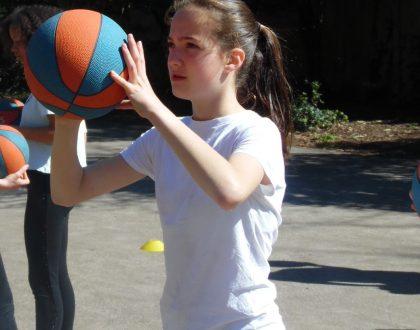 Cours de basket au collège